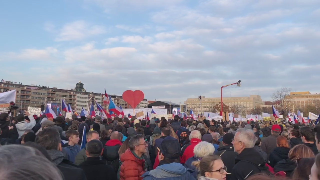 Demonstrace Letná 16. 11. 2019